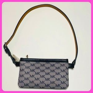Michael kors funny pack size Medium